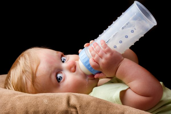 Avoid bottle feed on baby's back